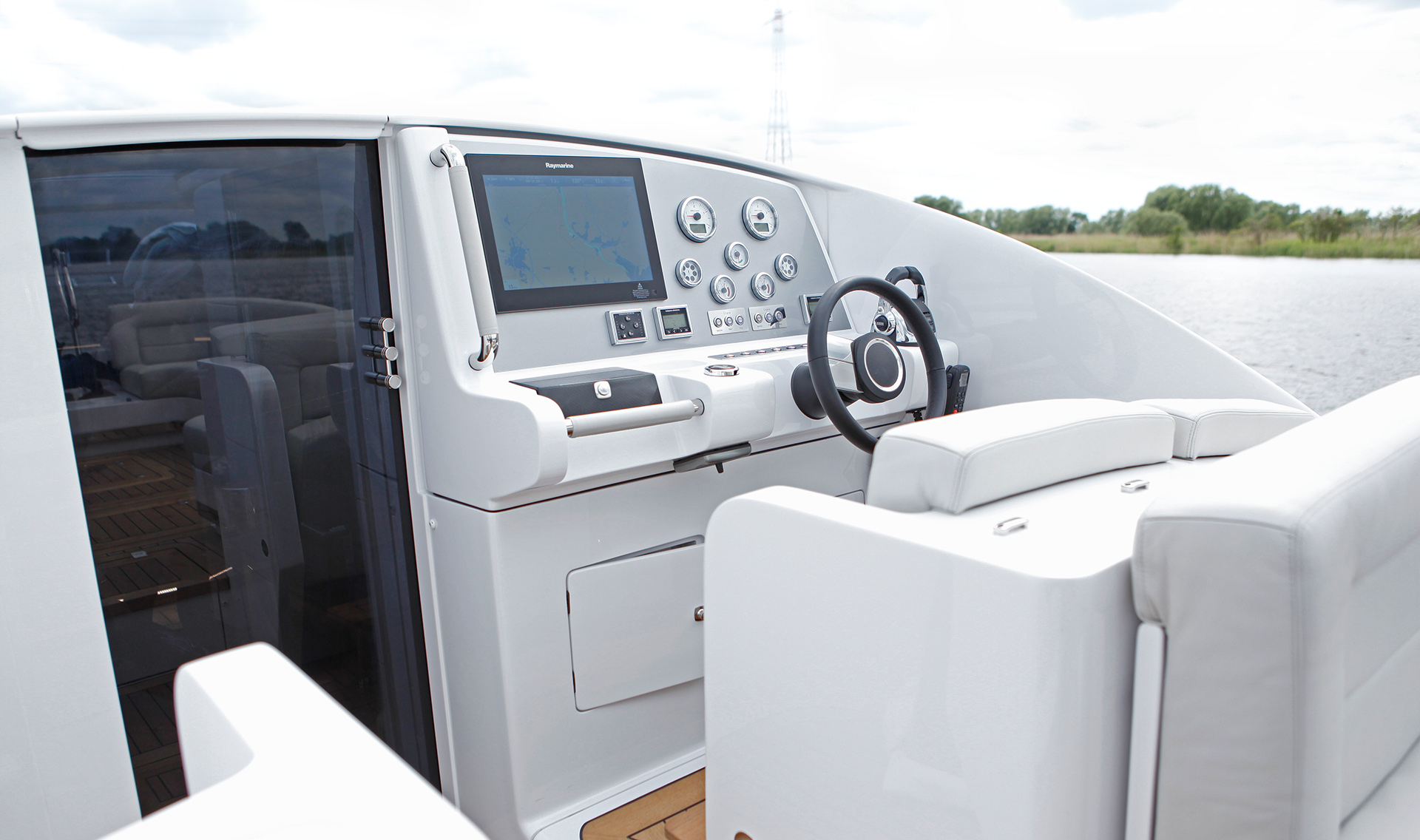 Tender Superyachting Console